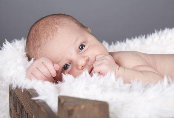 Newborn shoot op kleedje